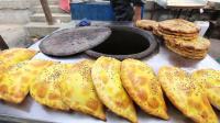 新疆美食吃货老外流口水排队抢架子肉