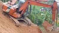 挖掘机工作视频 修边坡技术超牛表演
