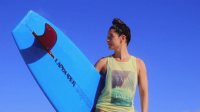 冲浪美女把假期拍成唯美微电影