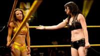 NXT经典女子大战 佩奇VS女王萨沙班克斯