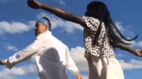 非洲黑人和中国帅哥, 中非合壁两人跳起舞道有几分骚。