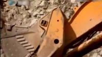 世界上最大的挖掘机一铲75吨料, 每天铲斗磨损40斤钢材