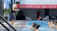 男子找美女学游泳, 太搞笑!