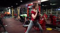 完美身材, 开球女健身房热辣展示, 教练为什么一直盯着后面看