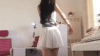 穿着高跟鞋跳舞的美女, 腿长腰细, 舞姿性感动人