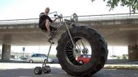 奇葩自行车盘点合集: 牛人发明轮胎两米高自行车, 获取千万融资!