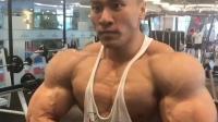 全国健美冠军周大伟胸肌训练 中国的施瓦辛格