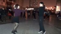 夫妻广场舞绝对逆天: 广场舞《女人没有错》丈夫帅气, 妻子黑色丝袜诱惑, 好听又好看