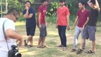 泰国网友演示大家一起出去玩时, 给男同学拍照 VS 给女同学拍照的差别