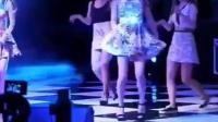 韩国女团跳完舞撤场时裙子掉下来了! 越往后越精彩