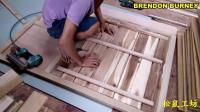 俩位木工合作组装厨柜: 全实木