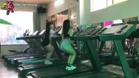 看这些美女, 在跑步机上跳的多high