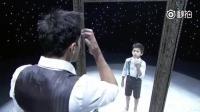 这个舞蹈太有创意了! 和镜子中小时候的自己跳舞~ _