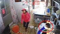 越南电器维修店, 小伙趴在桌子上犯困, 监控却拍到缺德一幕!