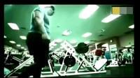 泰森去健身房锻练, 你感觉他的一股气场能扫荡全场吗