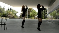 性感美女卖力跳舞给你看