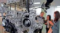 老外启动新买的中国制造发动机, 熟悉的声音听着真带劲