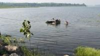 男子驾车带5个孩子冲进水库溺亡 疑因家庭压力大自杀
