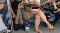 小伙公交上拿衣服做掩饰 对少女大胆猥亵抚摸 148 整人搞笑万博体育app世界杯版