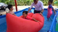 挑战用空气沙发来当船吧 小心暴风雨啊!!! air sofa 充气玩具 空气