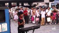 北京街头残疾流浪歌手唱功超绝, 连假唱明星都脸红, 还有谁?