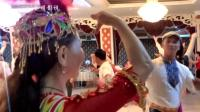 新疆舞-三人舞.呼图壁独狼帅哥和俩美女在呼图壁舞友联谊会上精彩表演2017.7.30.