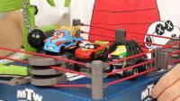 赛车总动员拳击赛场玩具分享 大脚板牙闪电麦昆拳击对战 18