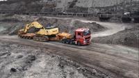 曼恩卡车运输小松PC750SE挖掘机