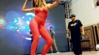 老師傅現場教美女跳舞 性感舞步動感十足迅雷下載