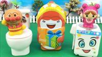 面包超人揭开洗衣机马桶里的秘密 拆奇趣蛋 17