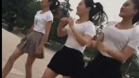 白色T恤, 黑色短裙丰满美女广场热舞, 你想选哪个