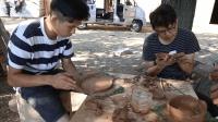 野居青年 自己动手烧泥碗  做竹筒杯 院子老树上的木耳弄下来做了顿回锅肉