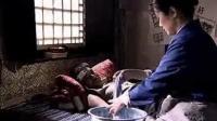 小叔子生病, 寡妇嫂嫂主动给他擦身体, 赶来看小伙的姑娘心里不痛快了!