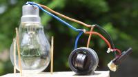 """不接插头点亮电灯泡? 看小伙用磁铁做个""""免费能源"""""""