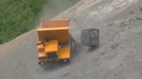 【极酷花园】RC遥控车『履带式自卸车』在工地发生事故【RC世界系列】