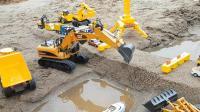 孩子们的汽车玩具视频 挖掘机 卡车 自卸车 起重机 轮船