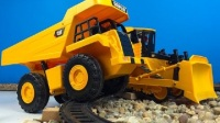 推土机装载机自卸卡车运石子泥土建设道路 彩虹玩具屋