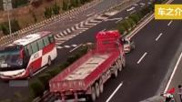 高速上35吨货车摁18次喇叭, 男子装傻充愣, 3秒后丰田变废铁