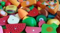 憨豆先生与海绵宝宝都喜欢吃西瓜,彩虹小马 芭比娃娃