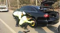 女司机路边乱停车, 交警想贴罚单反被套路了