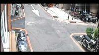 女孩下班经过路口之时,监控竟然拍下了这样的一幕