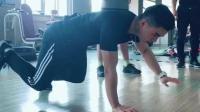 想快速练身肌肉就得这样练, 蜥蜴俯卧撑你敢挑战吗?
