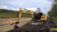 看看工地最牛的挖掘机司机刷坡, 这技术可以拿8000的工资吗?