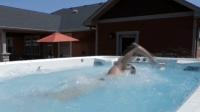 63000元的游泳池, 占地10平方, 既可以游泳又可以当跑步机