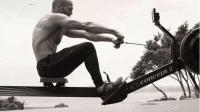 外国私教锻炼背部肌肉的方法, 简单高效, 不仅增加背部肌肉群的厚度还能帮助矫正驼背!