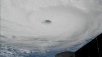 国际空间站观察到的超级飓风移动过程, 白色大漩涡清晰可见