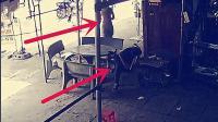 大排档老板坐外面椅子上睡觉! 监控突然拍下这样的一幕!
