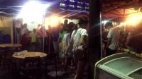只在深夜营业的柳州爆红街头豆浆油条铺, 排队排到大马路!
