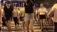 陕西街头一家店开业, 请燕姐去跳广场舞了, 白色衣服好性感