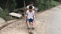 农村小伙休闲之际做出这种木车, 给多少90后带来童年时的快乐